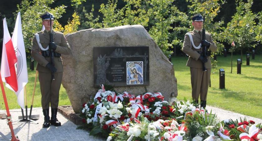 Historia, poległych leśników symbolicznym cmentarzu Celestynowie - zdjęcie, fotografia