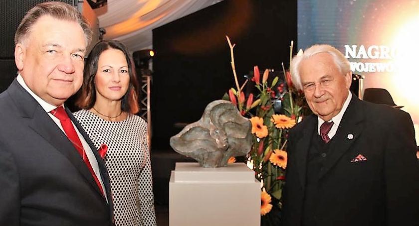 Plastyka, Rzeźbiarz Ryszard Kozłowski doceniony przez marszałka - zdjęcie, fotografia