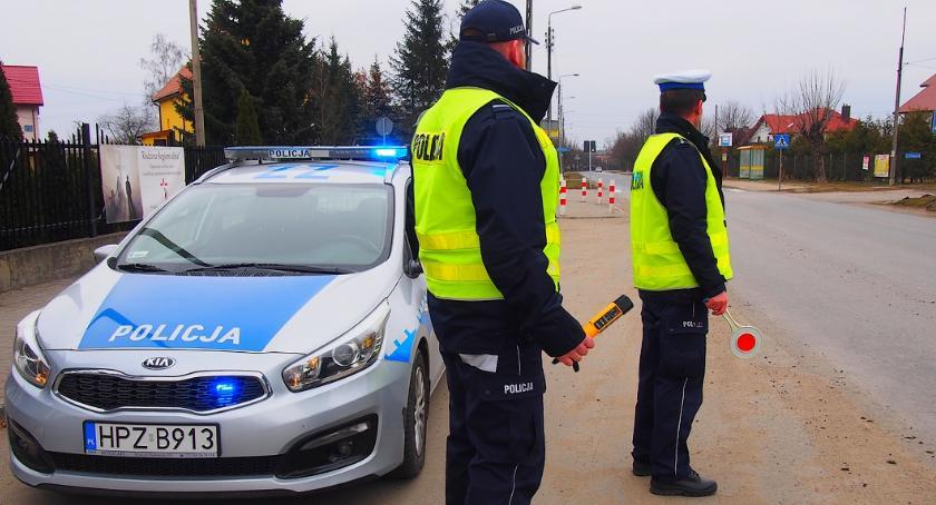 Kronika kryminalna, Duży nadmiar pasażerów busie - zdjęcie, fotografia
