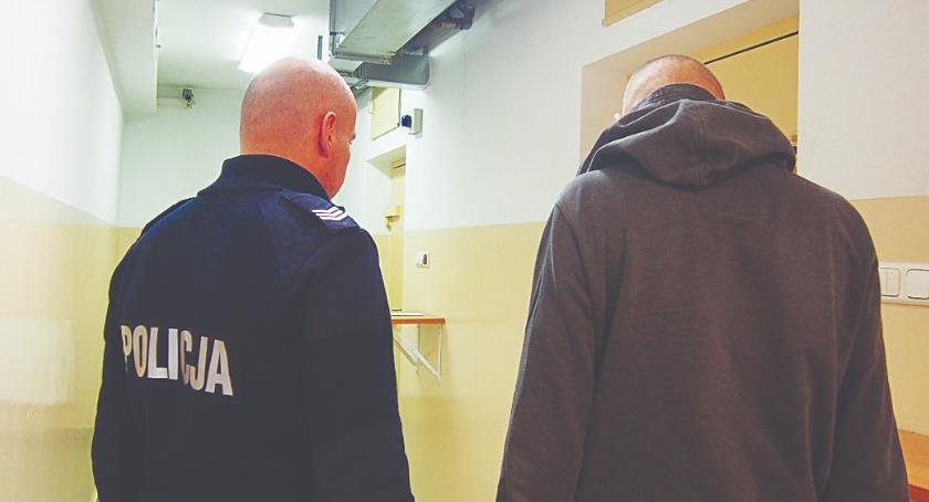 Kronika kryminalna, Włamywacze samochodowi - zdjęcie, fotografia