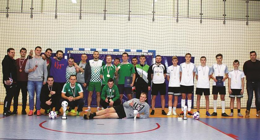 Piłka nożna, Finał Turnieju Halowej Piłki Nożnej Puchar Wójta Gminy Celestynów - zdjęcie, fotografia
