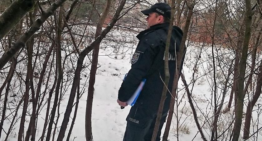 Komunikaty policji, Mróz mróz wiesz bezdomnych poinformuj policję! - zdjęcie, fotografia
