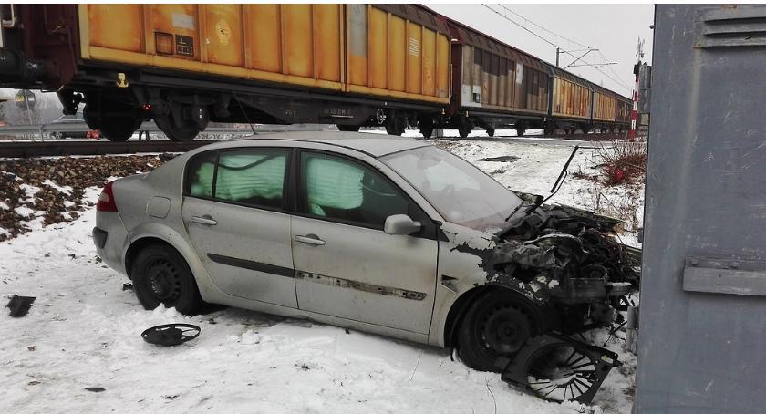 Wypadki drogowe , Zderzenie przejeździe kolejowym - zdjęcie, fotografia