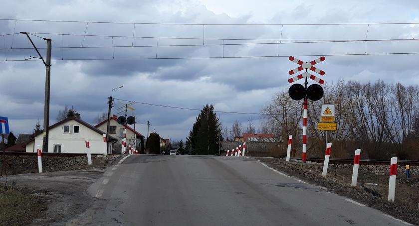 Inwestycje, Rusza przygotowanie modernizacji linii kolejowej przechodzącej przez Osieck Warszówkę - zdjęcie, fotografia
