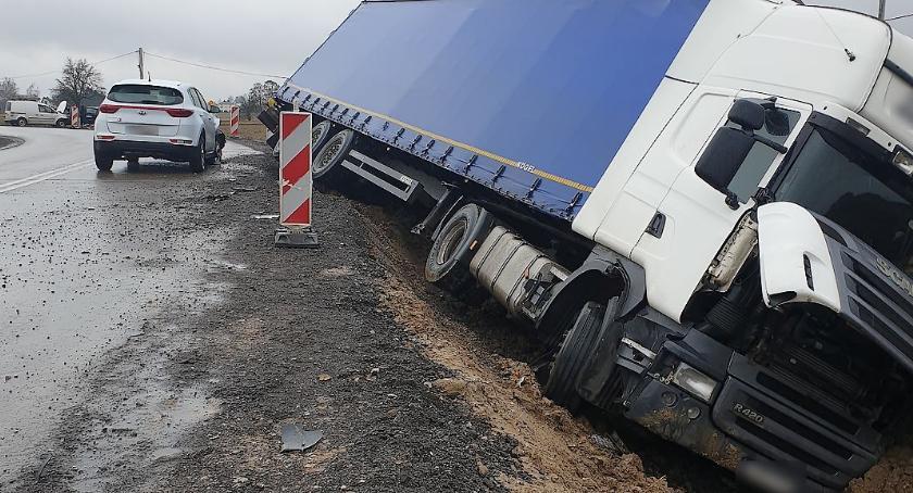 Wypadki drogowe , Kolizja drodze krajowej - zdjęcie, fotografia