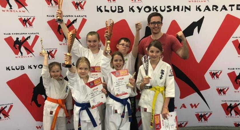 Sporty walki, Sukcesy Klubu Karate Kazoku turnieju Kobierzycach - zdjęcie, fotografia