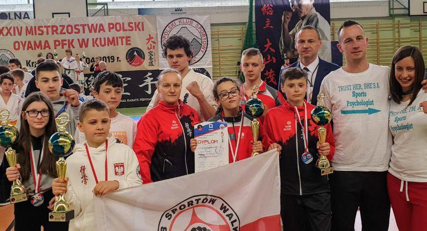 Sporty walki, Czworo mistrzów Polski Bushi - zdjęcie, fotografia