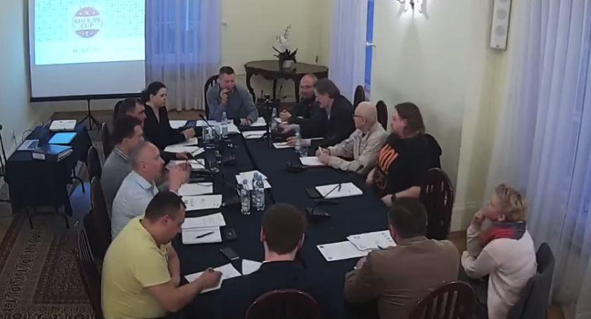 Radni Otwocka, Pokopać darmo trenować opłatą czyli będzie zmiana regulaminu boiska Ługach - zdjęcie, fotografia