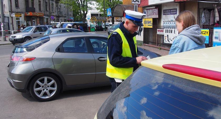 Bezpieczeństwo, Pouczenia mandaty parkowanie terenie bazaru Otwock - zdjęcie, fotografia