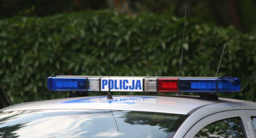 Kronika kryminalna, Przydrożne drzewo mieście piraci zatrzymani - zdjęcie, fotografia