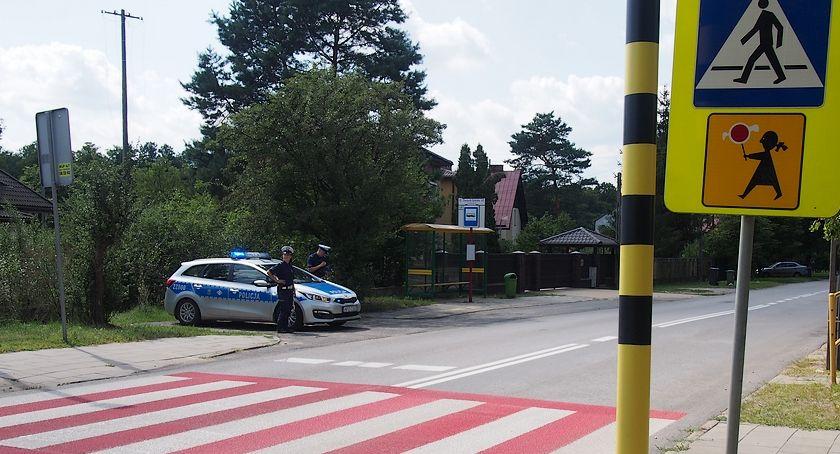 """Bezpieczeństwo, Otwoccy policjanci akcji """"Bezpieczna droga szkoły"""" - zdjęcie, fotografia"""