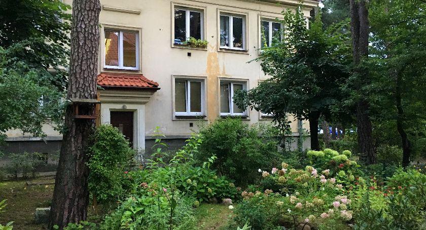 Interwencja, Miejska inwestycja niszczy charakter powojennego osiedla - zdjęcie, fotografia