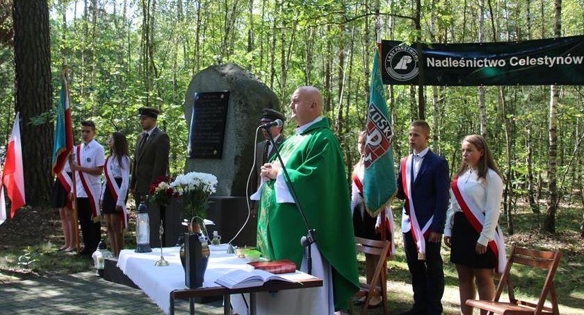 Wspomnienie, Uczcili pamięć pomordowanych leśników Gozdu - zdjęcie, fotografia