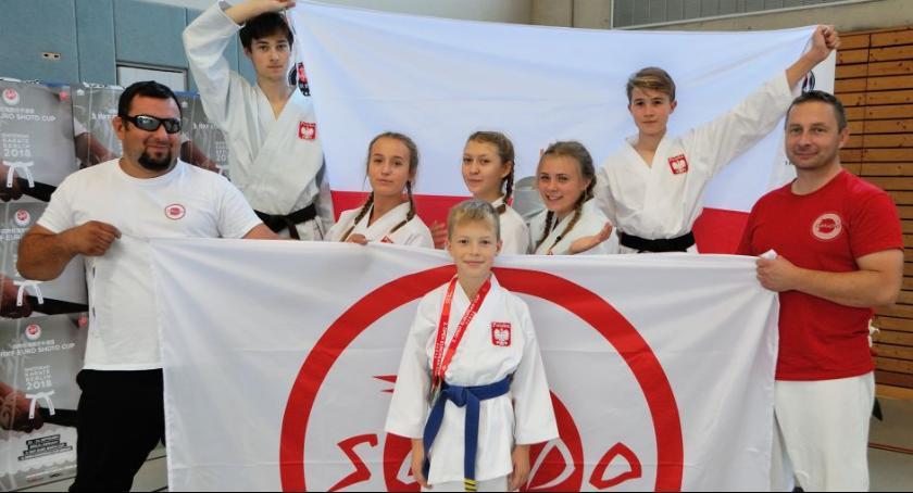 Sporty walki, Złote dziewczyny Sokudo - zdjęcie, fotografia