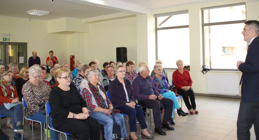 Edukacja - nauka, Indeksy seniorów koncertem - zdjęcie, fotografia