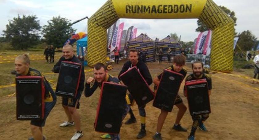 Bieganie, Grupa sportowców wolontariuszy Otwocka wzięła udział RUNMAGEDDONIE - zdjęcie, fotografia