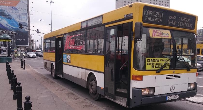 Komunikacja - drogi , Minibus odpowiada opinie pasażerów - zdjęcie, fotografia