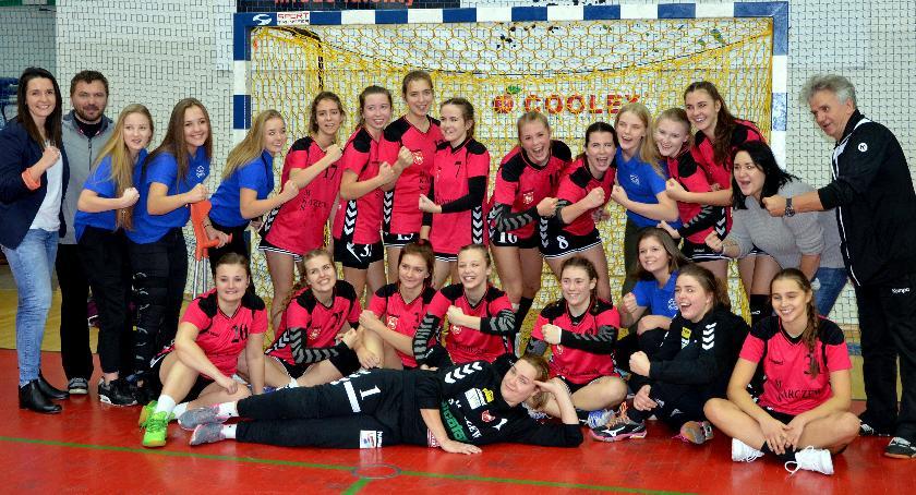 Piłka ręczna, Pierwsze zwycięstwo lidze! - zdjęcie, fotografia