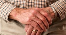 Otwock: Napad na staruszka w jego domu