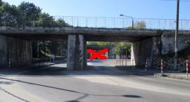 Zamknięty przejazd pod wiaduktem kolejowym od Orlej