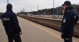 Otwoccy dzielnicowi patrolują dworzec