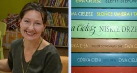 Pisarka Ewa Cielesz w otwockiej MBP
