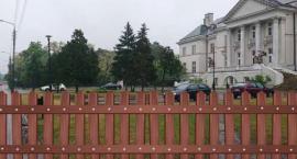 Jedni chcą pomnik, inni ogrodzenie