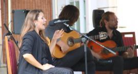 Flamenco w pałacowym ogrodzie