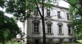 Remont pałacu w Kołbieli jesienią