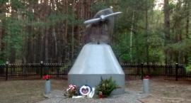Za gorąco na uroczystości ku pamięci lotników w Józefowie