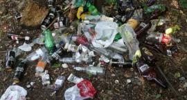 Stosy śmieci w miejscach wypoczynku