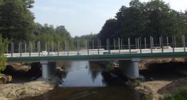 Postępy prac przy budowie mostu przez Świder