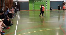Piłka duża i mała..., czyli mistrzostwa w dwuboju szkoły w Wiązownie