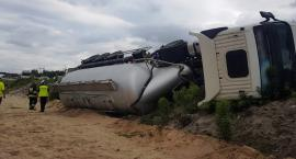 Wywrócona 27-tonowa ciężarówka z pijanym kierowcą