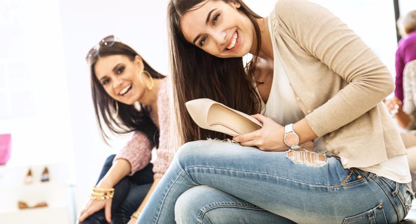 Moda, Wybór wygodnych szpilek krokach - zdjęcie, fotografia