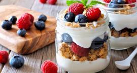 Koktajle owocowe na bazie jogurtu – pyszny sposób na poświąteczne odchudzanie