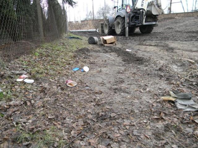Aktualności, Śmieci torach - zdjęcie, fotografia
