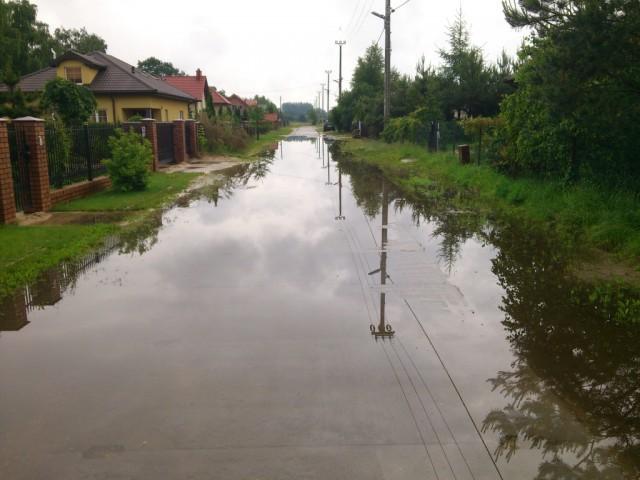 Listy czytelników, mieszkańców Kozer Burmistrza zalane posesje drogi - zdjęcie, fotografia
