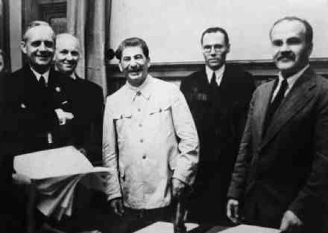 Publicystyka, Ribbentrop Mołotow powtórkę historii - zdjęcie, fotografia
