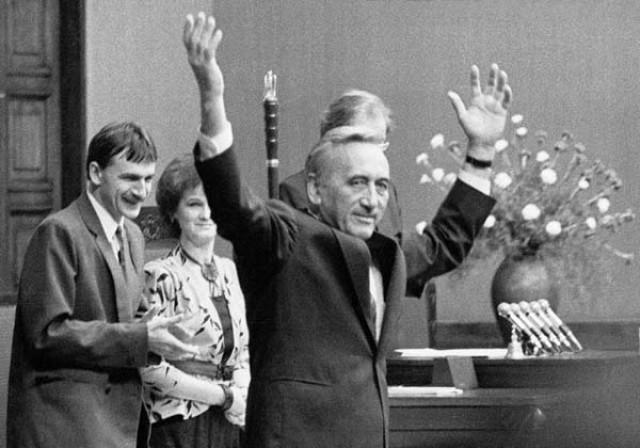 Polityka, powstał rząd Tadeusza Mazowieckiego - zdjęcie, fotografia