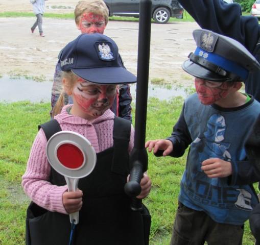 Oświata, Policjanci dziećmi święta - zdjęcie, fotografia