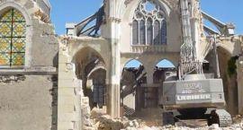 Kościoły budowane przez pokolenia, burzone są w nowoczesnej Europie z dnia na dzień mocą urzędniczyc