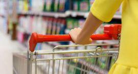 Tłok w sklepie, kolejki i błędne oznakowanie cen – najbardziej irytujące dla polskich konsumentów