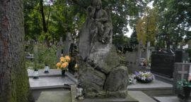 Ruszyła odbudowa kolejnego nagrobka na grodziskim cmentarzu