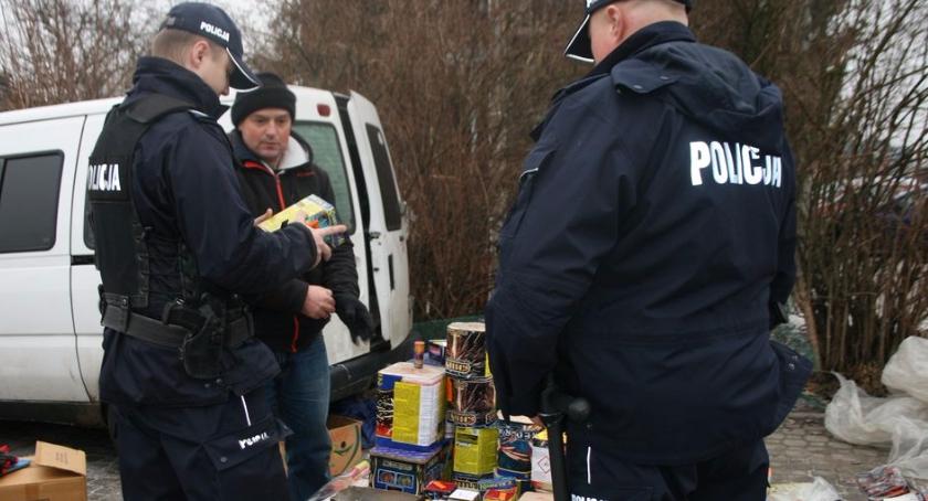 PREWENCJA, Policja kontroluje punkty sprzedające pirotechnikę - zdjęcie, fotografia
