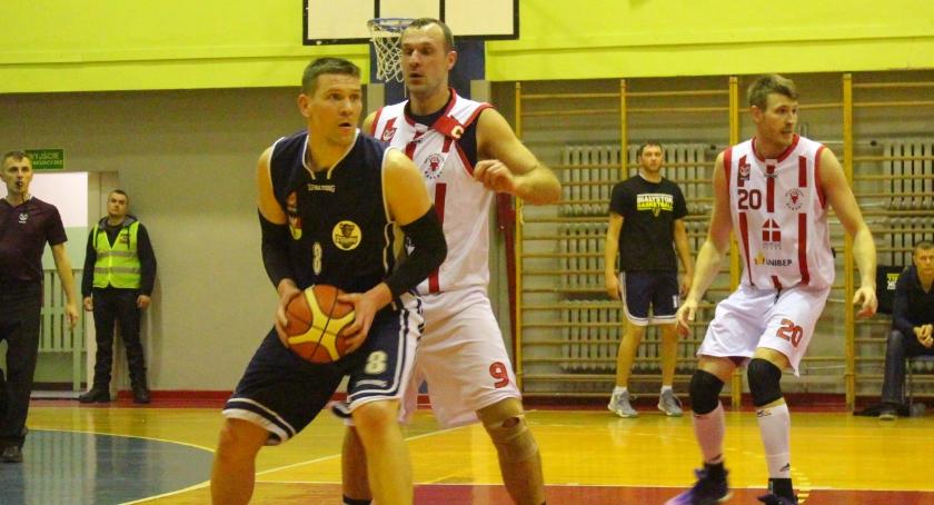 KOSZYKÓWKA, Basket wygrywa Żubrami Białystok - zdjęcie, fotografia