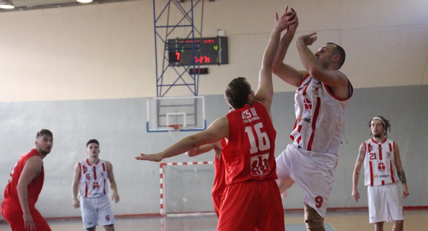 KOSZYKÓWKA, Basket walczy pierwszą ligę Bielszczanie kończą rundę zasadniczą piątym miejscu - zdjęcie, fotografia