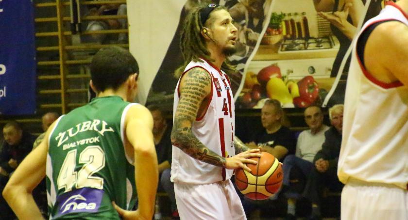 Koszykówka , Basket przegrywa Żubrami - zdjęcie, fotografia