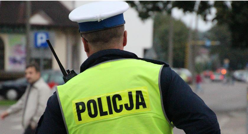 Prewencja , Policja uratowała letniego mężczyznę przed wychłodzeniem - zdjęcie, fotografia