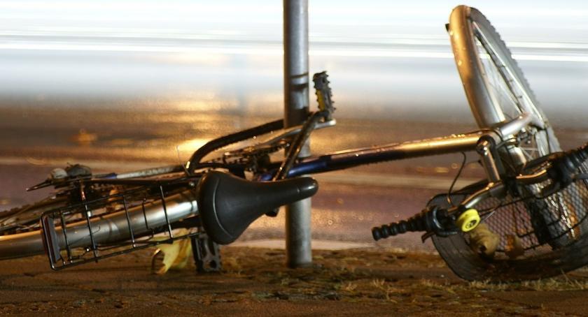 Wypadek, Rowerzystka potrącona bielskim rondzie - zdjęcie, fotografia